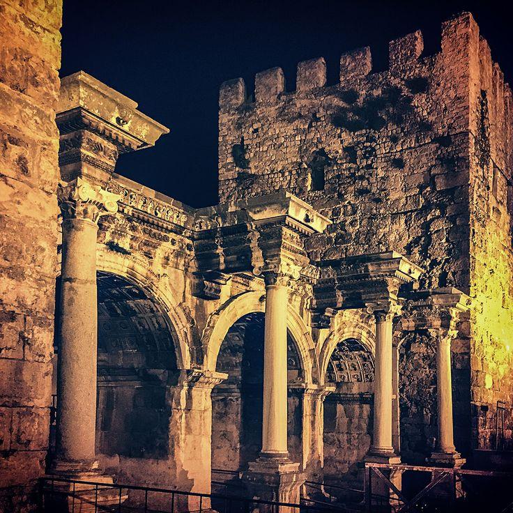Hadrians gate | Antalya | Tripomizer Trip Planner