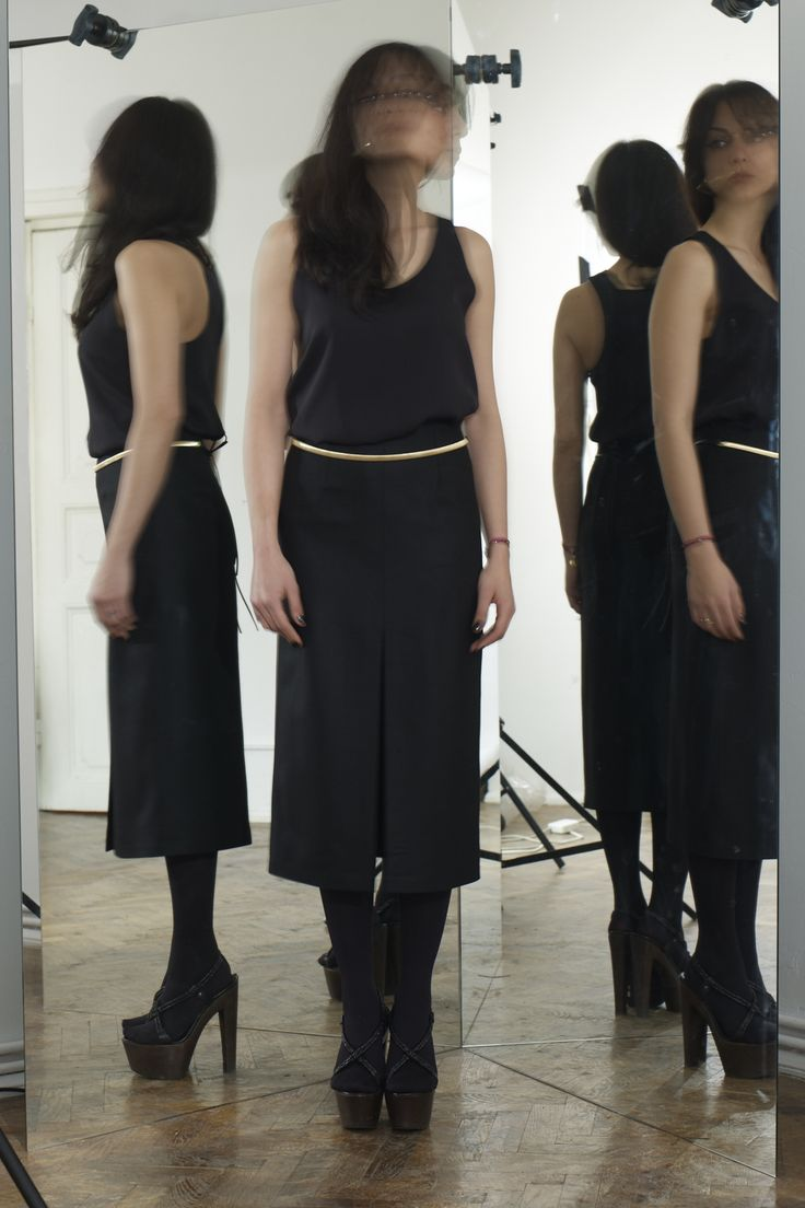 Black Cropped Midi Dress and Golden Snake Belt // Fall 12 Photo : Pace