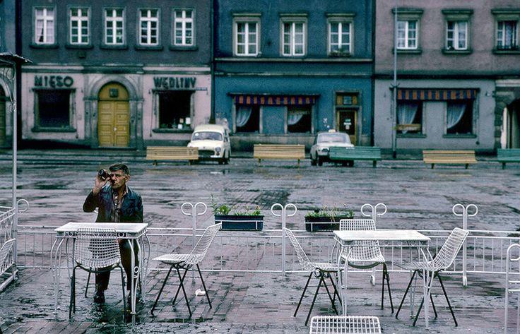 Wrocław, Plac Solny, kawiarenka latem 1982 r. Stan wojenny, fot. Chris Niedenthal