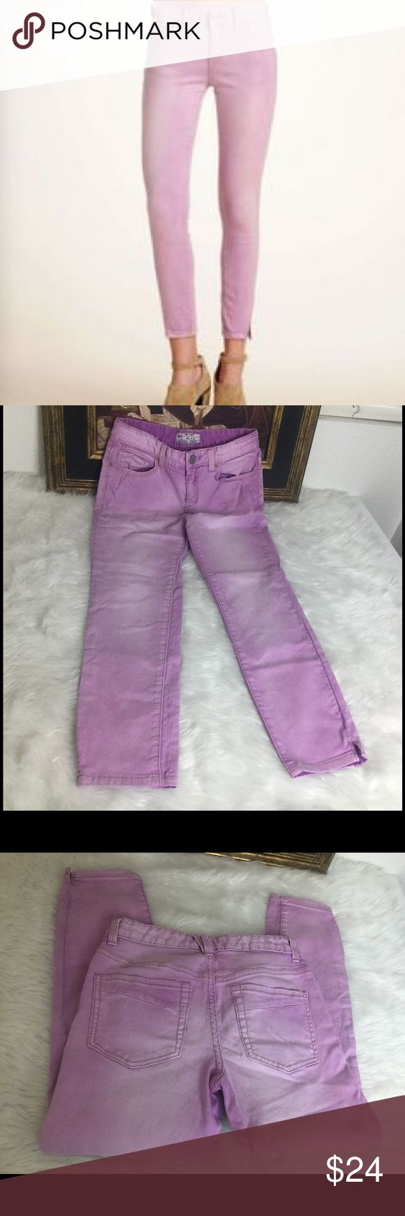 "Free People LIght Lavender Jeans.  Sz 26🎈 Three people Jeans.  Sz 26.  The color is more like the first picture.  My camera wants the other color..lol. Waist 13"". Inseam 24"". Rise 9"". N good shape Free People Jeans Ankle & Cropped"