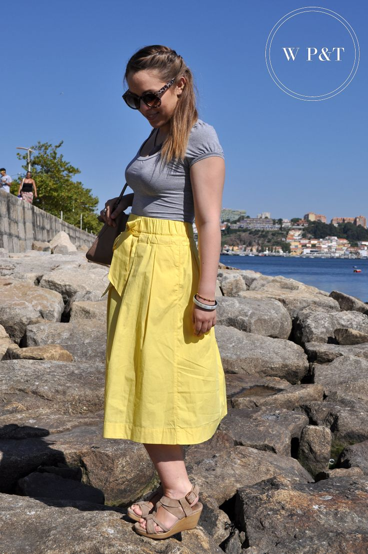 http://womenspleasuresandtreasures.blogspot.pt/2014/08/yellow-skirt.html