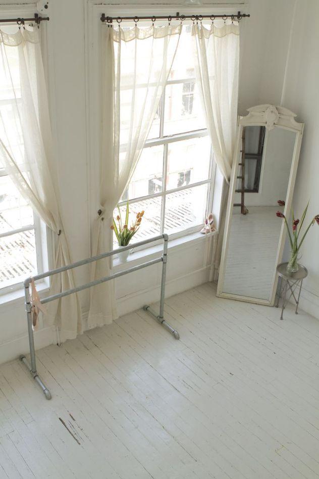Barra de ballet no quarto fitness studio branco romantico dança decor