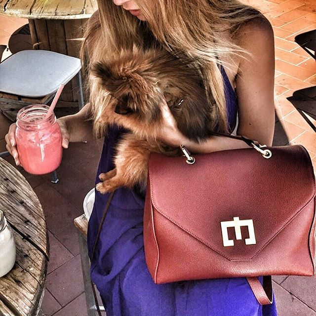 Buongiorno mondo #lovemyjob❤️ #zenatishop #zenatibags #newopen #bags #luxurybrand #luxurylifestyle #luxurytravel #costasmeralda #blondehairdontcare #pomeranianpuppy
