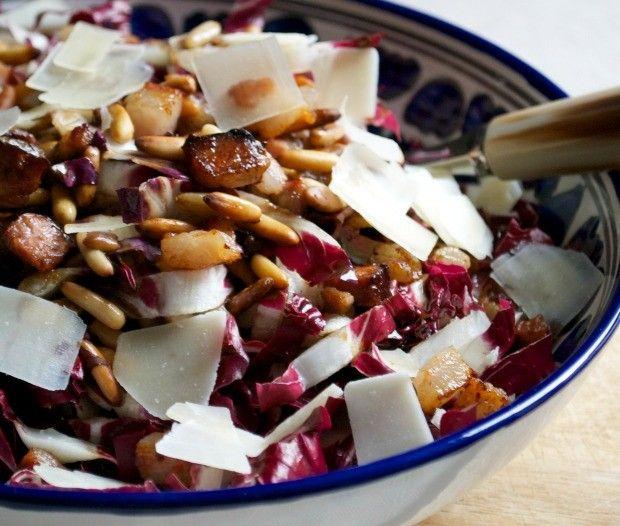 Insalta tiepida di radicchio, pancetta croccante, scaglie di grana e pinoli tostati   Barbie magica cuoca - blog di cucina