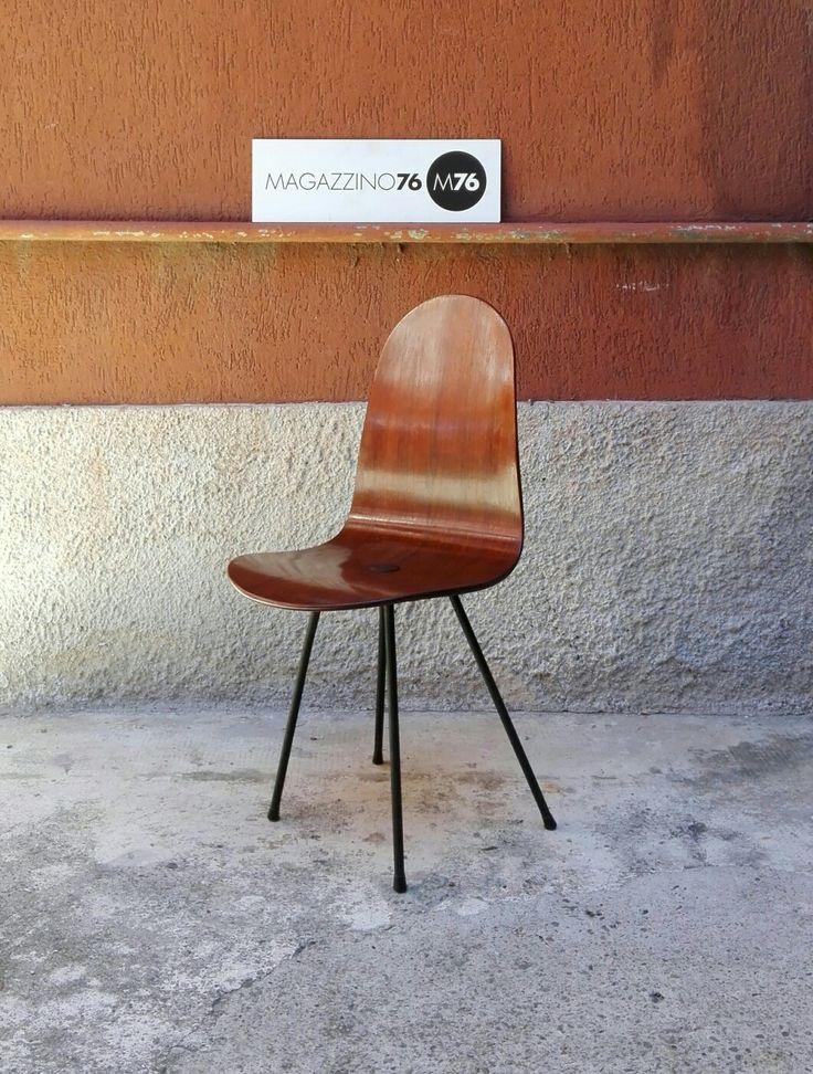 Sedia fa scrivania in legno curvato perfettamente restaurata. Design campo e graffi logo sotto la seduta. #magazzino76 #viapadova #Milano #nolo #modernariato #vintage #design #industriale #furnituredesign #furniture #mobili #modernfurniture #chair #sedia #legnocurvato #campoegraffi  #arredodesign #anni50 #solocoseoriginali #midcentury