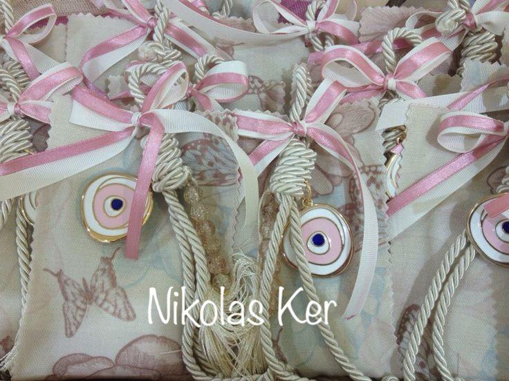 Ιδιαίτερη μπομπονιέρα γούρι-μάτι για βάπτιση. www.nikolas-ker.gr