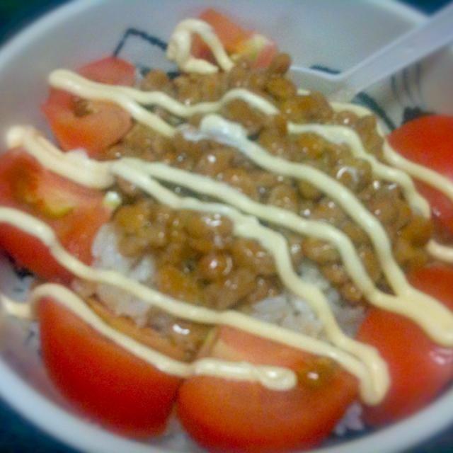 トマトがなかなか安くならないけど思い切って買った。至福。 - 13件のもぐもぐ - トマト納豆丼 by geko