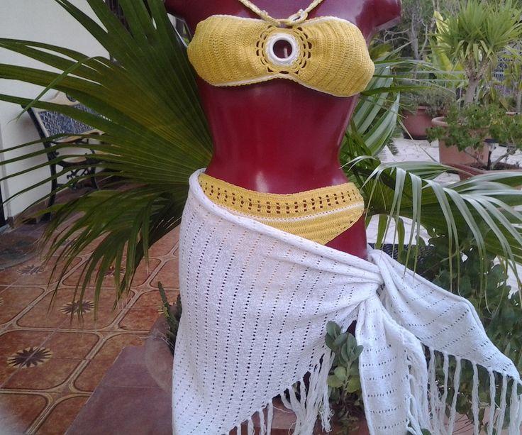 bikini interamente realizzato uncinetto con copricostume..