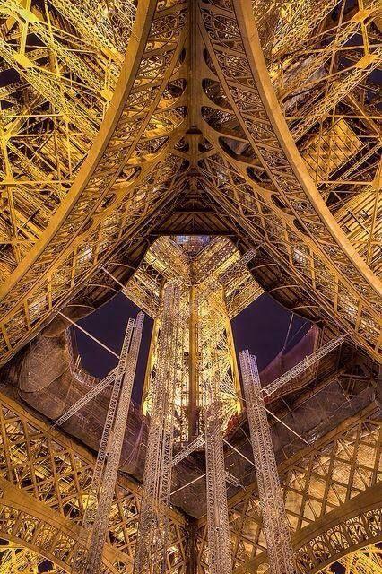 La Torre Eiffel, desde dentro