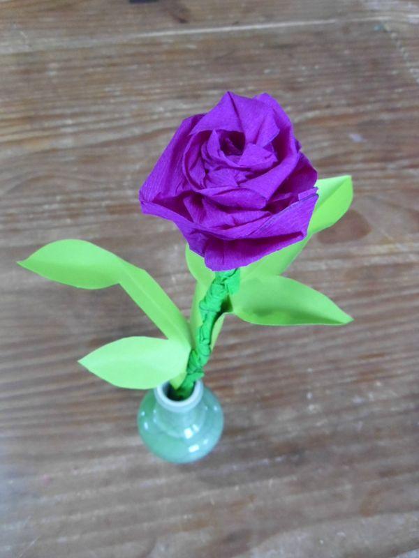 les 25 meilleures id es de la cat gorie rose en papier crepon sur pinterest roses en papier. Black Bedroom Furniture Sets. Home Design Ideas
