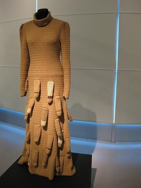 Жена после душа надела прозрачное платье и за минуту отсосала член мужа