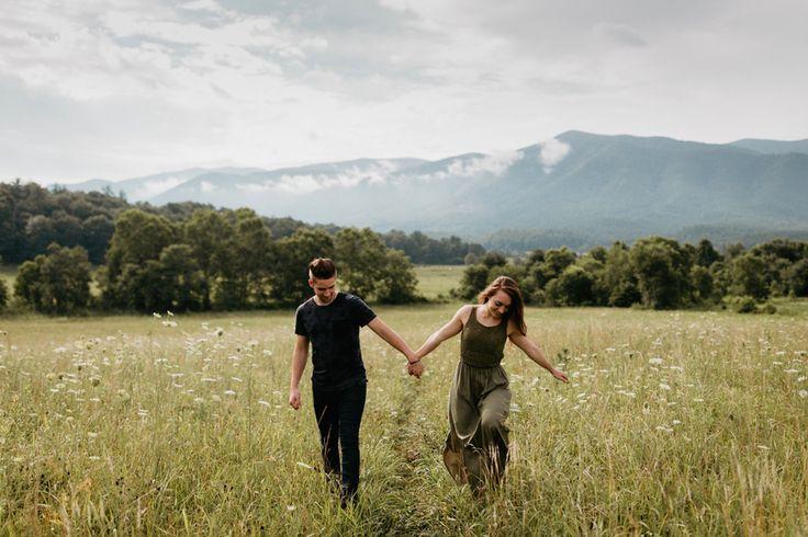 Outdoorsy engagement photo inspiration | Image by Cody & Allison Photography
