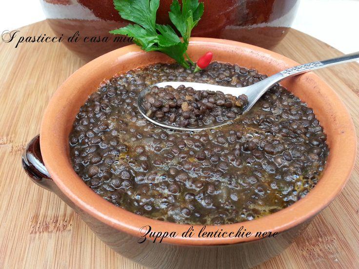 Zuppa di lenticchie nere di sicilia, un piatto antico riscoperto da poco. Dal sapore delicato,ottimo accompagnamento al pesce.