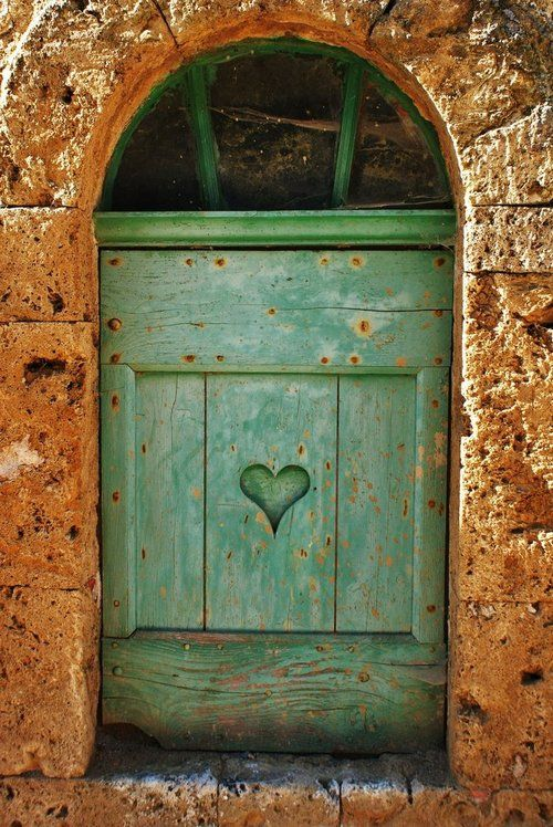Green Heart. By libellule64wazka I'd love to paint (or put on and then paint) a heart on my future door...it's so welcoming! Plus my future house door will be red :D