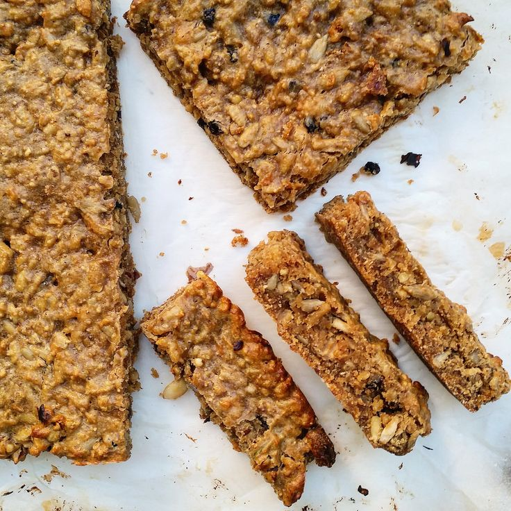 Home-made baked protein bars - perfect post-workout snack for athletes & healthy eaters everywhere! From Absolute Potential
