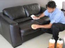 des astuces pour nettoyer son canapé cuir