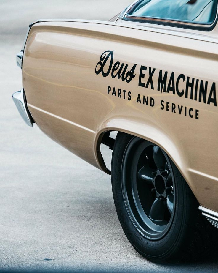Deus ex Machina Thailand (@deusthailand) op Instagram: 'At your service ; ) #Deus #DeusExMachina'