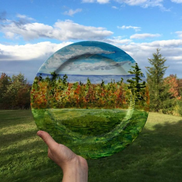 """Artwork that makes you feel like your on a vacation! This artist, whose brand is called """"The Crazy Plate Lady,"""" paints plates and produces a design that creates a nice illusion!"""
