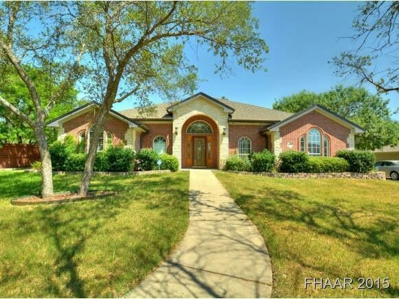 Beautiful home located in killeen, Texas listed for under 220k and sits on over a half acre lot. Call me for a private showing. You won't be disappointed.  #homes #killeen #texas #forthood #for #sale   Teresatramp.remaxtexas.com