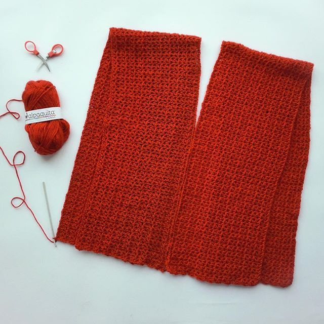 ¡TER-MI-NADO! Mi tejido con @lanas_alpaquita de dos rectángulos en punto V o V Stitch. Así tal cual los tengo, coseré los costados y luego la mitad de la espalda y la mitad del delantero para formar el suéter sin mangas 🤗 ¿Se lo imaginan? 🤓 ¡mañana la foto final del suéter terminado! 💕 ¡Buena semana amigos! 🎊 . . . . . #crochet #handmade #crocheting #crochetlove #crochetersofinstagram #knitting #yarn #crochetaddict #instacrochet #diy #crocheted #ganchillo #yarnaddict #craft…