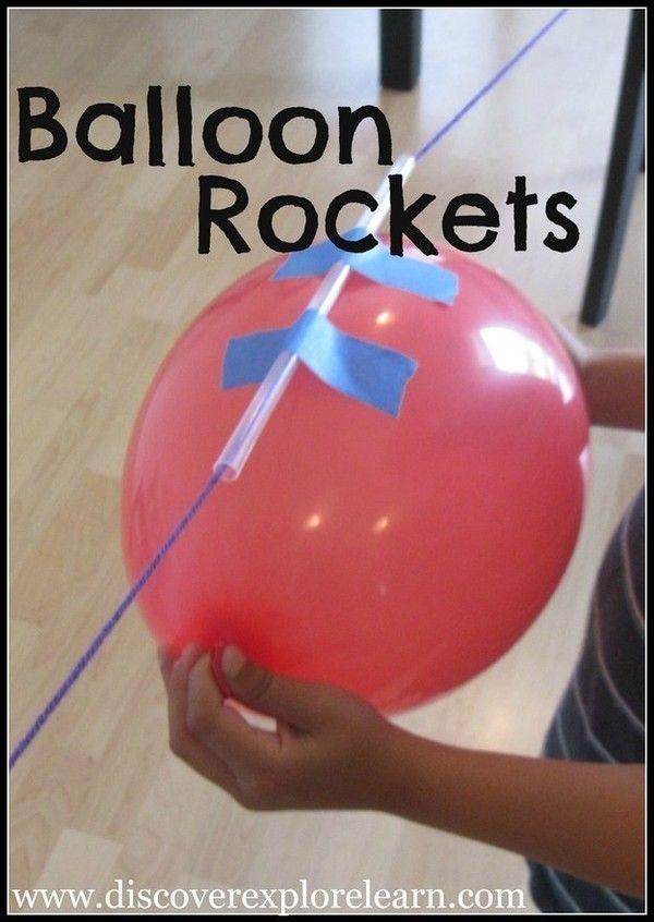 9. Chăng dây lên, thổi bóng và dính chúng vào một chiếc ống hút được luồn qua dây để làm máy bay phản lực từ bóng bay. Trò này sẽ được các bé trai thích mê, chơi cả ngày không chán.