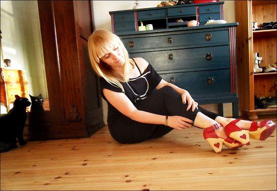 Bookworm Closet - Pieces Black Leggings, Lola Ramona Liza - I'm in love with my shoes
