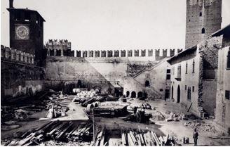 Verona - Il cortile di Castelvecchio durante il primo restauro  1924/1926 . Al termine dei lavori il re Vittorio Emanuele III inaugurò il nuovo Museo della città .