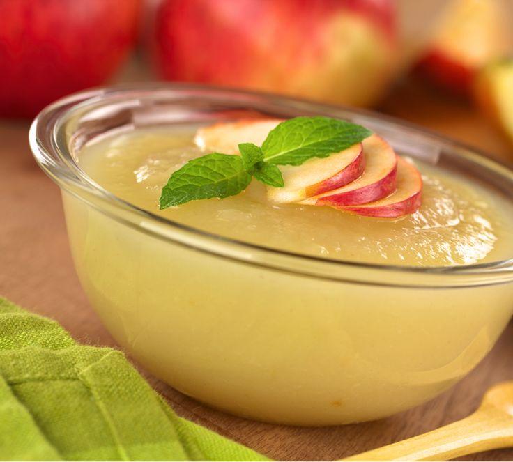 Apfelmus – ein Klassiker. Er schmeckt zu süßen Mehlspeisen wie Kaiserschmarrn, zu herzhaften Kartoffelpuffern oder auch mal einfach so als Nachtisch.