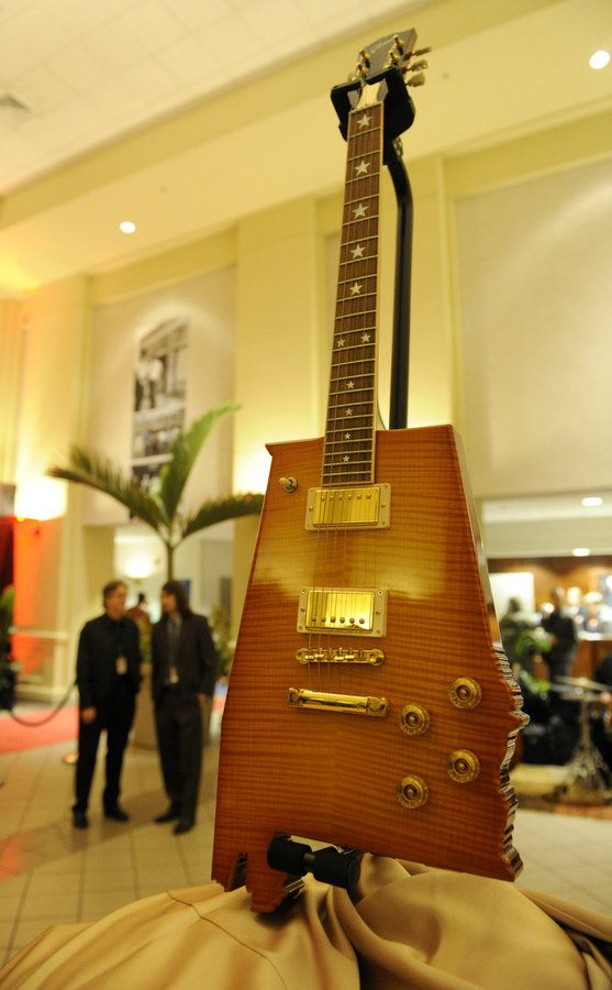 Muscle Shoals (AL) United States  city photos gallery : Alabama guitar sits in the lobby during the opening of 'Muscle Shoals ...