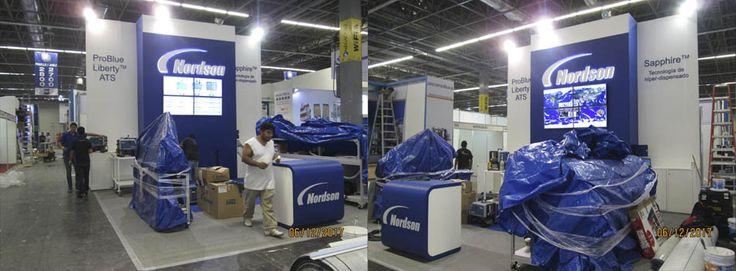 Stands en sistema custom, octanorm, máxima e híbrido Stands y módulos portátiles Escenografías Renta de mobiliario Decoración Impresión en gran formato
