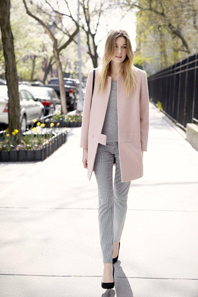 グレーとピンクは最強の組み合わせです。優しさの中にも大人っぽさのあるスタイルになります。