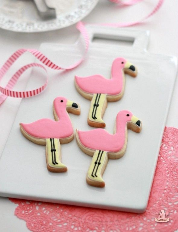 Flamingo Decorated Cookies and a Giveaway! | Sweetopia
