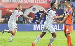 If it weren't for the breathless last few minutes, the match between FC Pune City and Delhi Dynamos threatened to be all about Robin Singh.