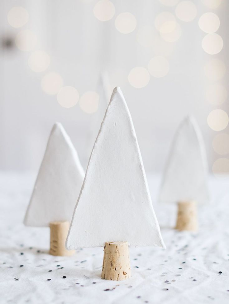 Une décoration si jolie pour la table de Noël par Seventy Nine Ideas.