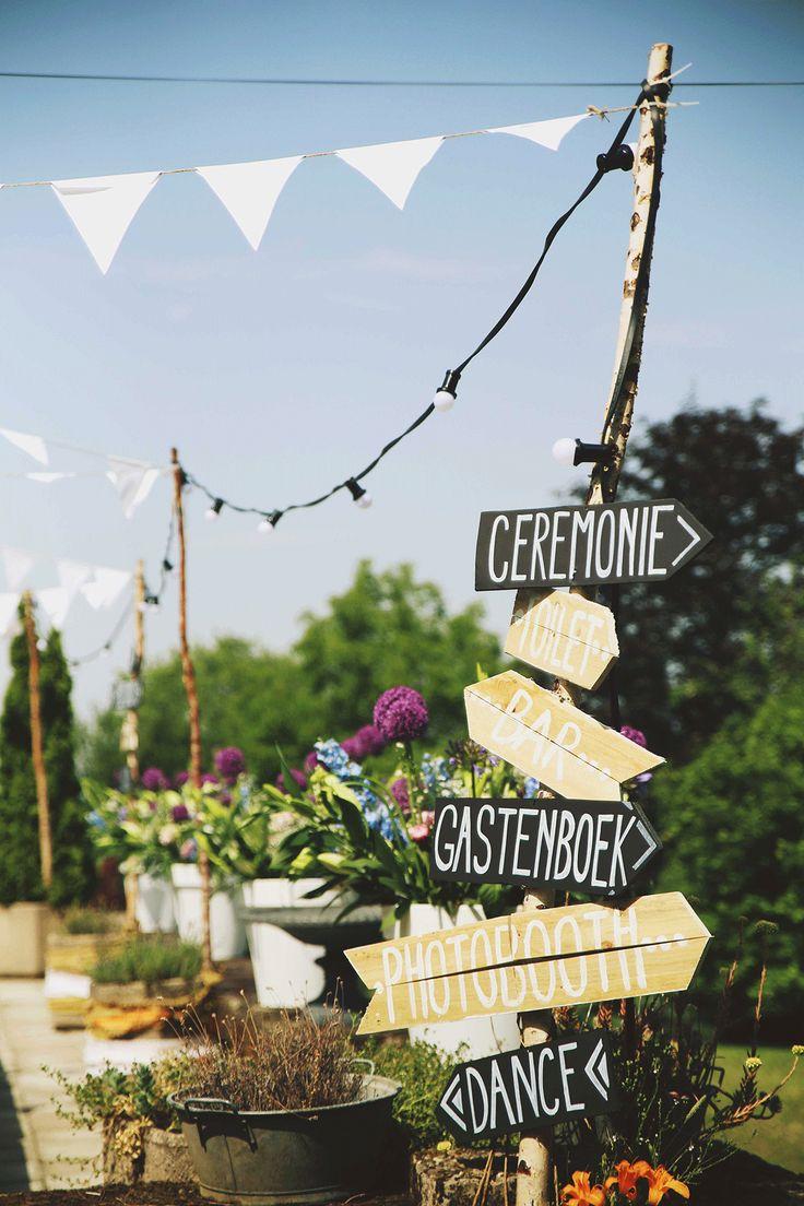 Wegwijzers blijven gewoon mooie decoratie, én handig! //Foto: Elise Drenthe van Lola's Events