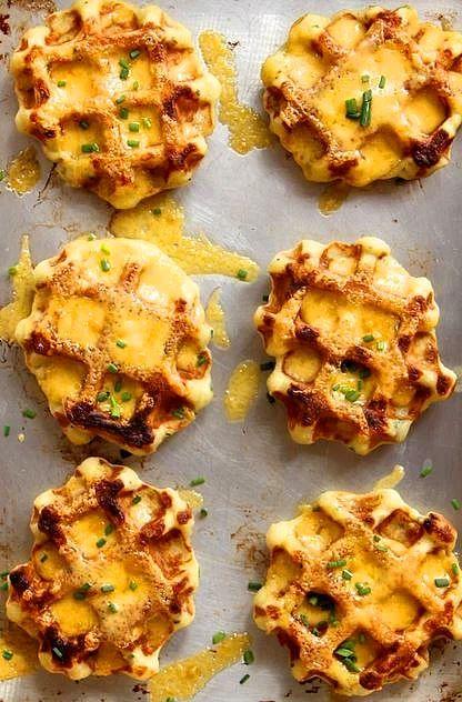 Kahvaltılık Patatesli ve Peynirli Waffle