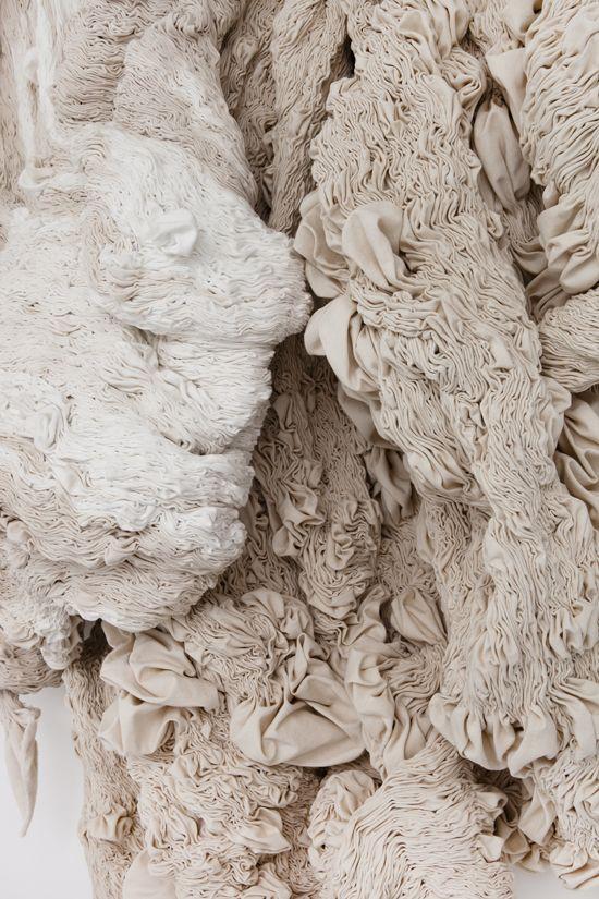 Hanne Friis – Light Stream – 2013. Canvas blanchi, cousu à la main. Detail.