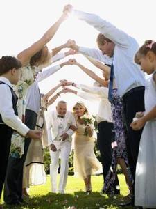 Deze ga ik heel goed onthouden. Leuk bij een huwelijk met kinderen die een haag vormen waar het bruidspaar door moet komen aan of weglopen!