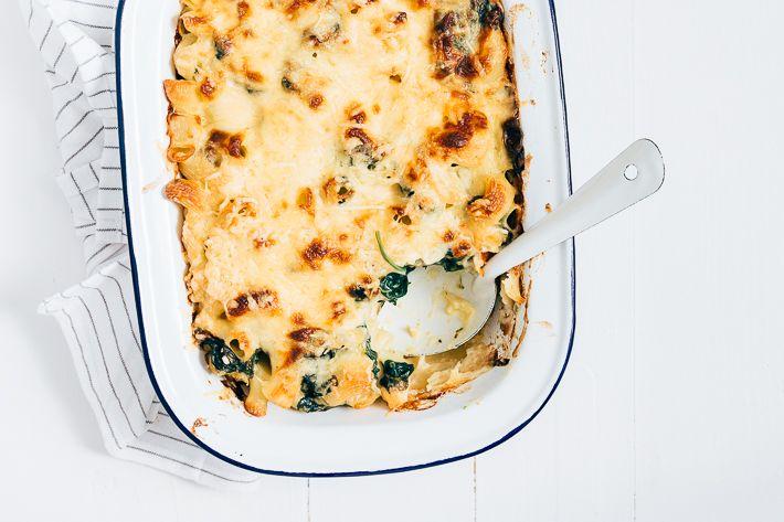 Heb jij wel eens mac and cheese gegeten? Dit is een lekker en eenvoudig recept voor macaroni met kaas en spinazie. Lekker!
