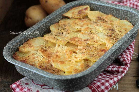 Patate alla romana, una ricetta gustosa con le patate cotte al forno. Con pecorino romano e pepe, è una ricetta gustosa non solo come contorno