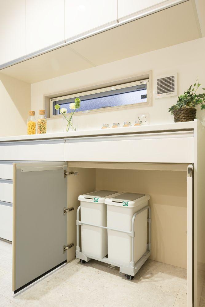 Lixilキッチンカップボード ダストボックス カップボード 家を建てる キッチン
