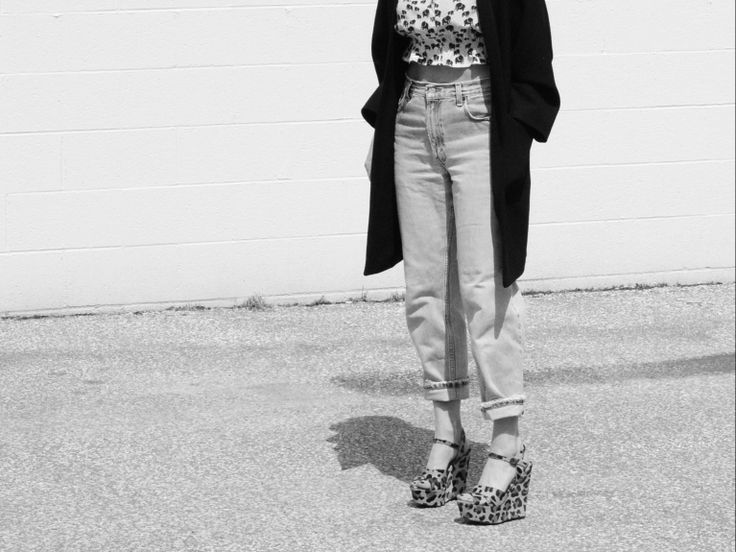 Cropped tops and vintage levi`s