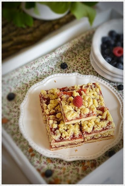 Тертый пирог с малиновым вареньем к чаю ( рецепт из старой кулинарной тетради)