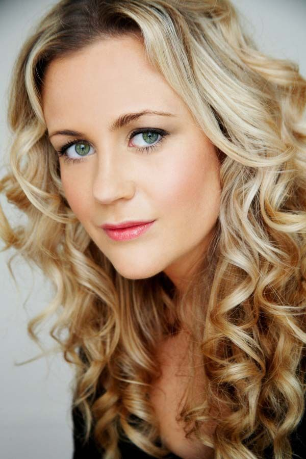 Rachael Carpani Height and Weight, Bra Size, Body Measurements