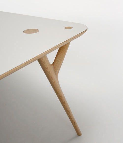 'Detalle de aire y estructura de la pata  CRYS Table by Inoda Sveje