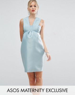 Compra Vestido con pliegues en la parte delantera SALON de ASOS Maternity  en ASOS. Descubre la moda online.
