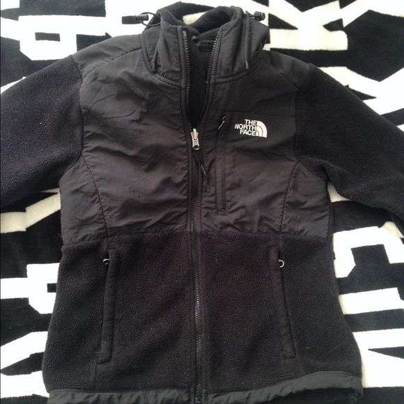 WONT LAST LONG  North Face Coat Black North Face coat.. excellent condition.. Only reason I'm selling it is because it is too small for me.. coat zipper works perfectly, no rips or stains, has a hood as well North Face Jackets & Coats