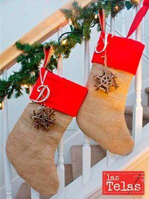 ¡¡Este año realiza tú mismo los adornos de navidad!! Te dejamos una bonita idea para los #calcetines en #tejido de #arpillera, marca tendencia aportando ese toque romántico y vintage.