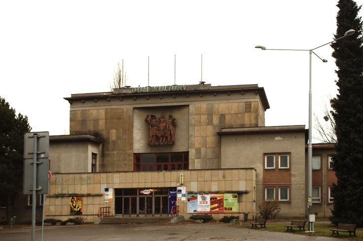 Ostrava,_Poruba,_Matěje_Kopeckého,_kulturní_dům.jpg (4770×3178)