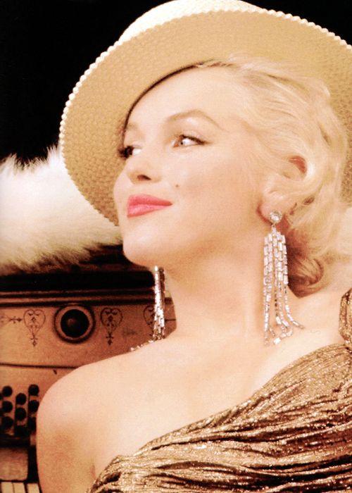missmonroes: Marilyn Monroe photographed by Milton Greene, 1955.